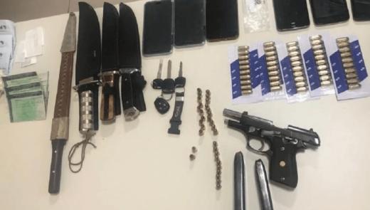 """armas-520x295 Conhecido como """"FUZIL"""" homem é preso acusado de matar mais de 200 pessoas em Caruaru"""