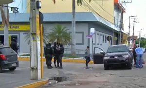 frame-300x181 Tentativa de assalto a bancos com reféns deixa 12 mortos