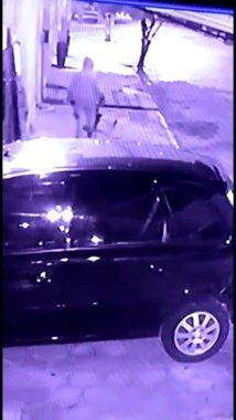 ndice-5-214x380 Câmeras de segurança flaga Bandido furtando carroça de mão de Gari em Monteiro
