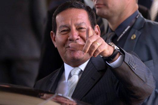 15481145115c465a4f6a33a_1548114511_3x2_lg-520x347 Como presidente, Mourão adota estilo parecido ao de José Alencar