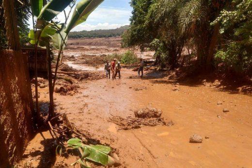15484384675c4b4bc35108a_1548438467_3x2_xl-520x347 Há cerca de 200 desaparecidos em Brumadinho, diz Corpo de Bombeiros de MG