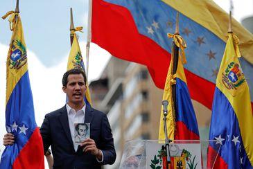 2019-01-23t185301z_2102818784_rc12e844f3f0_rtrmadp_3_venezuela-politics Bolsonaro teme transição de poder não pacífica na Venezuela