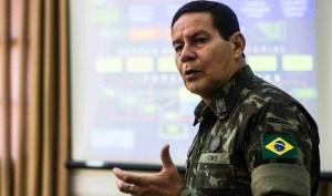 GeneralMourão03-e1446200590662 Bolsonaro viaja e general Mourão assume Presidência
