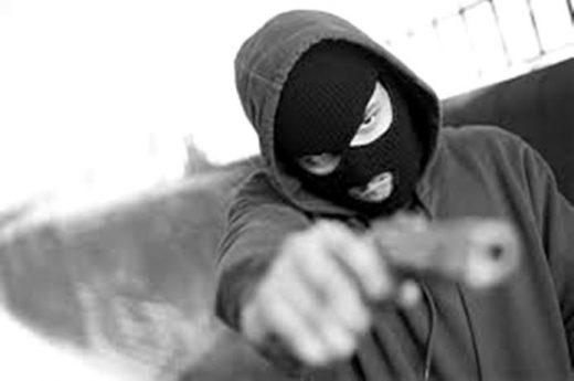 assalto-roubo-arma-520x345 Homem 76 anos é baleado após tentativa de assalto na zona rural de Monteiro