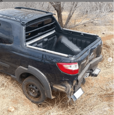 carro-375x380 Carro usado no assalto das lojas Moveletro foi encontrado na zona rural de Cabaceiras