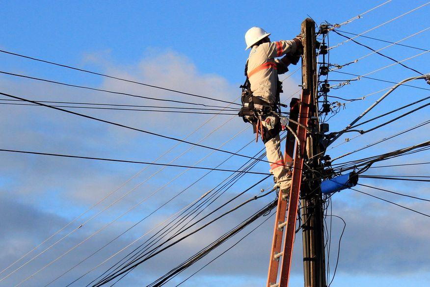 eletricista_da_energisa_walla_santos-520x347 Conta de energia em cidade do Cariri terá aumento médio de 4,36%