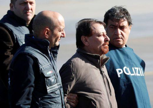 reuters-max_rossi2-520x367 Battisti chega a Roma após quase 40 anos foragido da Justiça