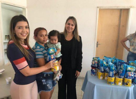timthumb-5-1-520x378 OAB-PB entrega latas de leite às famílias de comunidade em Monteiro