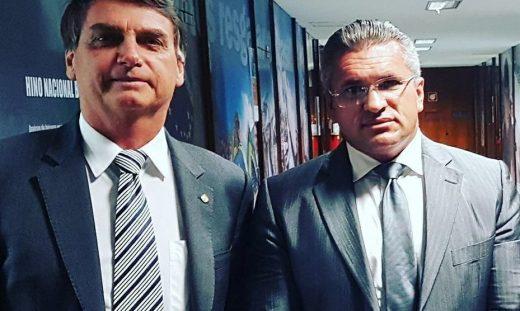 xbolsonaro-julian.jpg.pagespeed.ic_.r4aWbQIL85-929x556-520x311 PSL deverá lançar candidatura a Prefeito em pelo menos três cidades no Cariri