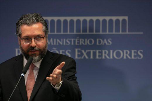 15490519225c54a812745d7_1549051922_3x2_rt-520x347 Governo avalia congelamento de bens para aumentar pressão contra Maduro, diz chanceler