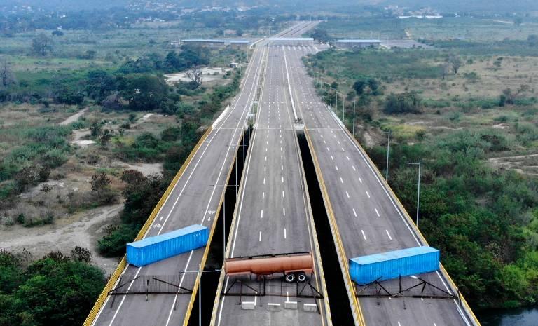 15494810535c5b345dc3940_1549481053_3x2_md-520x315 Chegada de ajuda gera medo de conflito na fronteira entre Colômbia e Venezuela