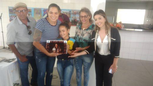 51556250_319548588688834_456341671064371200_n-520x293 Campeã do mundo, Amanda Nunes se emociona em escola municipal em Monteiro