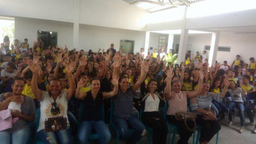 51966177_365791747345434_8062437265734893568_n-520x293 Campeã do mundo, Amanda Nunes se emociona em escola municipal em Monteiro