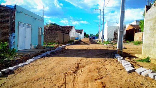 52851276_1232592403569702_590654893367230464_n-520x293 Prefeitura de Zabelê inicia mais uma obra de pavimentação com recursos próprios