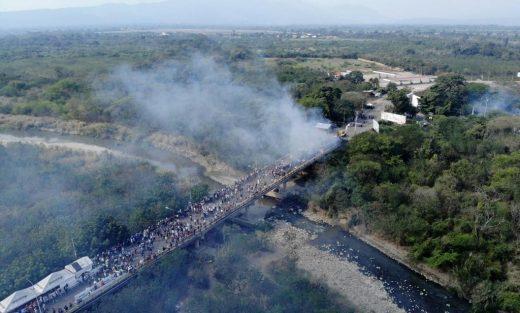 """AFP_1DS8OU-k1AF-U2171495885CN-1024x616@GP-Web-520x313 """"Militares veem agressão ao Brasil e dizem que Bolsonaro deve se manifestar"""""""