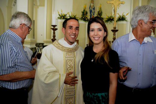 Acolhimento-Igreja-Nossa-Senhora-das-Dores01-520x347 Prefeita Anna Lorena participa de solenidade de acolhimento do novo Pároco de Monteiro