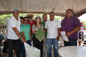 Entrega-das-Palmas-Feira-do-Gado12-300x200 Prefeitura de Monteiro realiza doação de palmas para cooperados da CAPRIBOM