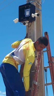 Segurnaça-com-cameras-214x380 Prefeitura de Serra Branca instala novas câmeras de segurança no centro; PM fará monitoramento