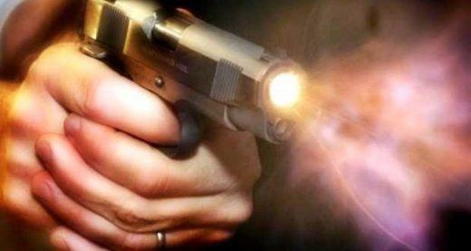 csm_tiro-2_5a6a788ecc-520x277 Adolescente é baleado após tentativa de assalto e troca de tiros contra policial militar