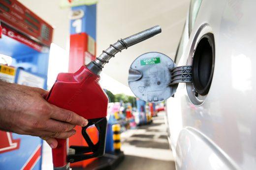 economia-alta-combustiveis--520x347 Em Monteiro: Preço do litro de gasolina é um dos mais caros da Paraíba