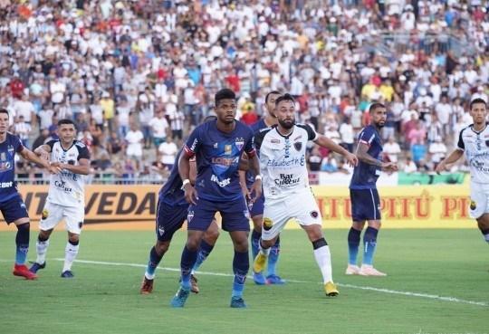 futebol-520x355 Botafogo-PB vence o Fortaleza com gol no finalzinho