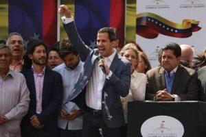 juan_guaido-1-300x200 Guaidó: 'Ajuda humanitária está nas mãos dos militares'