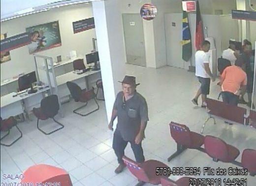 timthumb-4-1-520x378 Polícia divulga imagem de suspeito de estelionato em Ouro Velho e Prata