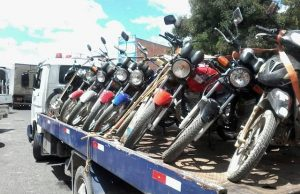 003-3-300x194 Polícia realiza operação no Cariri e aprende 12 motos na divisa entre PE e PB