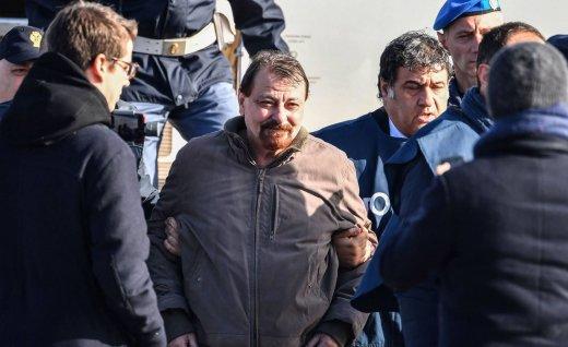 1553541637_936838_1553541755_noticia_normal_recorte1-520x318 Battisti admite participação em assassinatos, mas se recusa a delatar