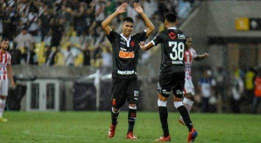 Vasco-vence-Bangu-520x284 Vasco vence Bangu com novo gol de T. Reis e pega Fla na final da Taça Rio