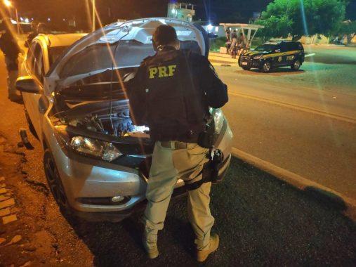 carroprf-1-507x380 Professor Monteirense é detido por receptação de veículo roubado e falsificação de documento pela PRF