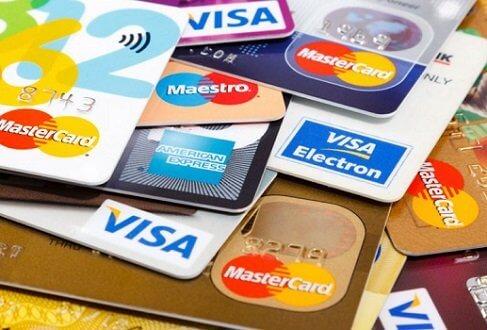 cartoes-de-credito Bancos lançam cartão de crédito parcelado com juro; cliente deve pagar mais