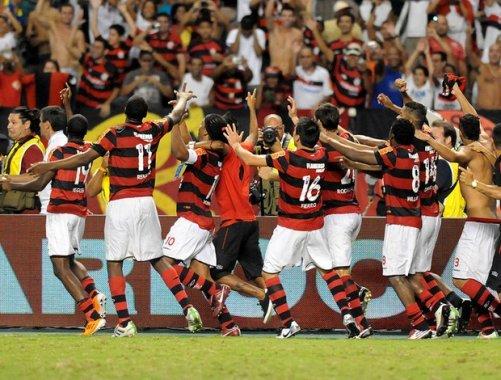 comemoraflamengo_dur-501x380 Nos pênaltis, de novo, Fla vence a Taça Rio