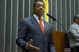 download-3 Damião Feliciano mantém 21 assessores no gabinete e gasta mais de R$ 120 mil com salários