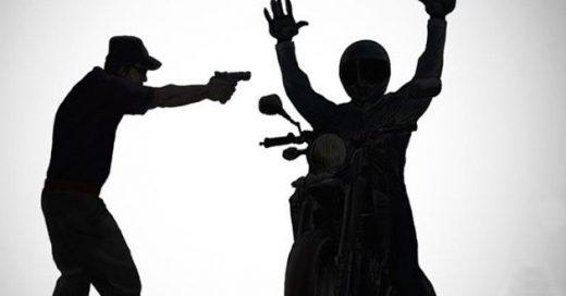 moto-tomada-de-assalto-520x272 Jovem tem moto tomada por assaltantes na zona rural de Monteiro
