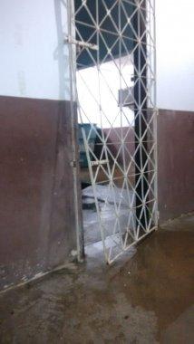porta-arombada-214x380 Posto de Saúde é arrombado por bandidos pela 6ª vez em três meses em Monteiro