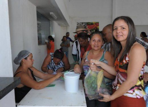 timthumb-12-520x378 Famílias carentes recebem Kits de verduras no Centro de Gastronomia de Monteiro