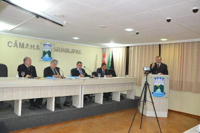 111 Câmara de Monteiro aprova por unanimidade as contas da prefeita Anna Lorena