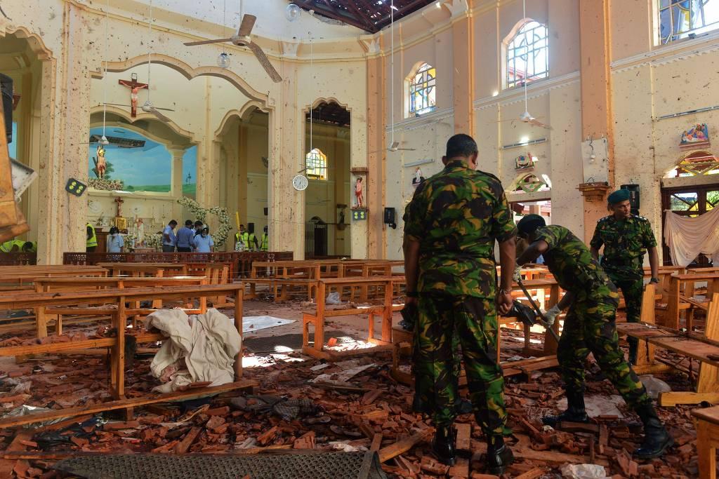 15559319445cbda328b5488_1555931944_3x2_lg-585x390 Sri Lanka culpa grupo jihadista por ataques que mataram 290 pessoas na Páscoa
