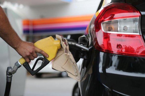 GASOLINA-AUMENTO-586x390 Petrobras anuncia mais um aumento no preço da gasolina; é o maior valor em seis meses