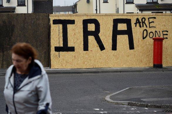 IRLANDA-ATENTADO-586x390 Quem é o Novo IRA, grupo extremista que assumiu a morte de jornalista na Irlanda do Norte