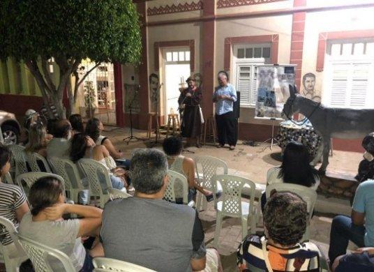 LIVRO-536x390 Efigênio Moura lança o seu mais novo livro na cidade de Monteiro