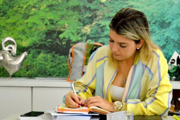 Lorena_Atendimento-586x390 Prefeita Anna Lorena busca melhorias para o sistema de abastecimento de água de Monteiro