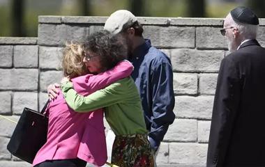 atirador-California Atirador abre fogo em sinanoga na Califórnia