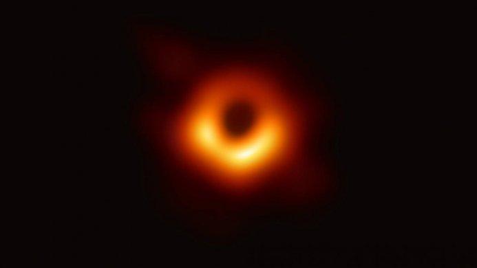 buraco-negro-693x390 Primeira imagem real de um buraco negro é revelada