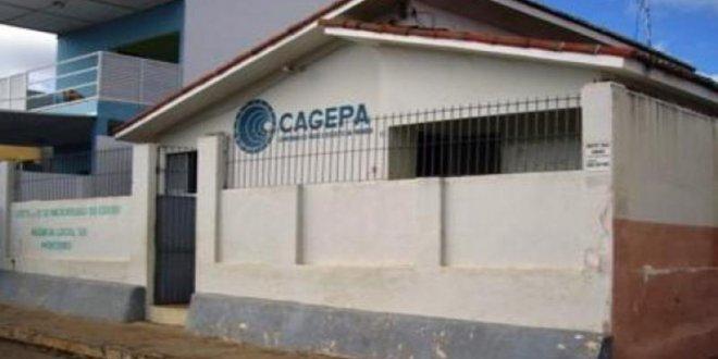 Em Monteiro: Moradores reclamam de falta de água há vários dias