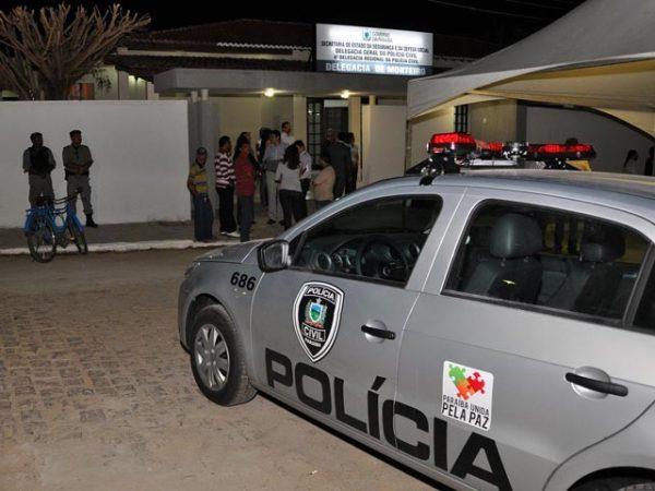 """delegacia_de-policia-de-monteiro-520x390 Em Monteiro: Polícia Civil deflagra operação """"PC 27"""" e prende acusado de estrupo e menor suspeito de furto."""
