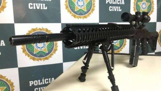 fuzil-520x293 PM é preso no Rio negociando fuzil usado por snipers
