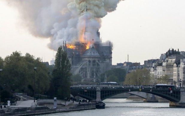 incendio_catedral_notre_dame-618x390 Catedral de Notre Dame está em chamas