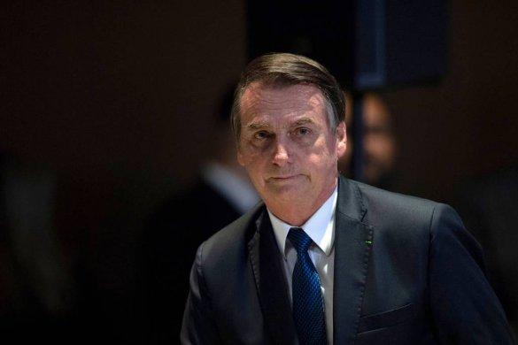 jair_bolsonaro-585x390 Bolsonaro questiona eficácia de Coronavac e diz que mandou investigar preço da vacina